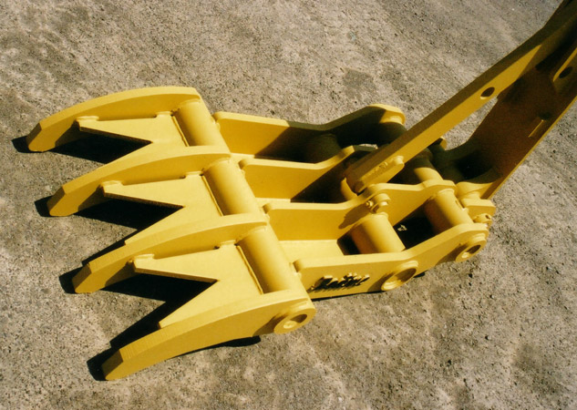 THUMB MODEL# APUT-225 4 L/T Shown with Demolition Bellie Pans & Tine Gussets